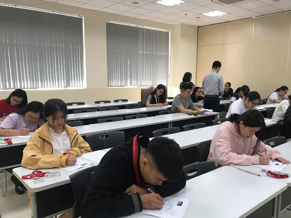 Students-taking-Listening-test.jpg