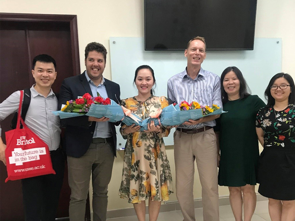 UWE-representatives-receiving-thankful-bouquets-from-TDTU-Faculty-of-Accounting.jpg